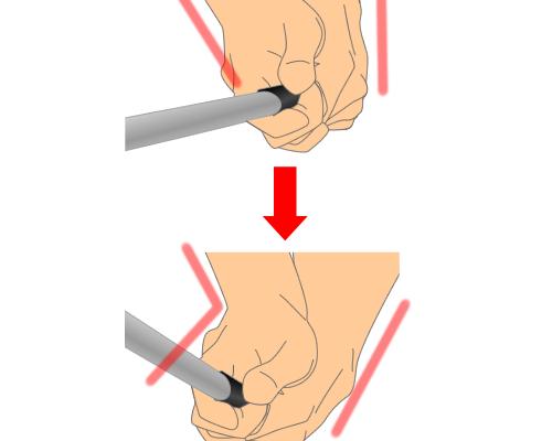 右手甲に角度を保ったまま打つ